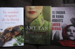El enigma de Rania Roberts de Javier Bernal El valle del asombro de Amy Tan Tu nombre después de la lluvia de Victoria Álvarez